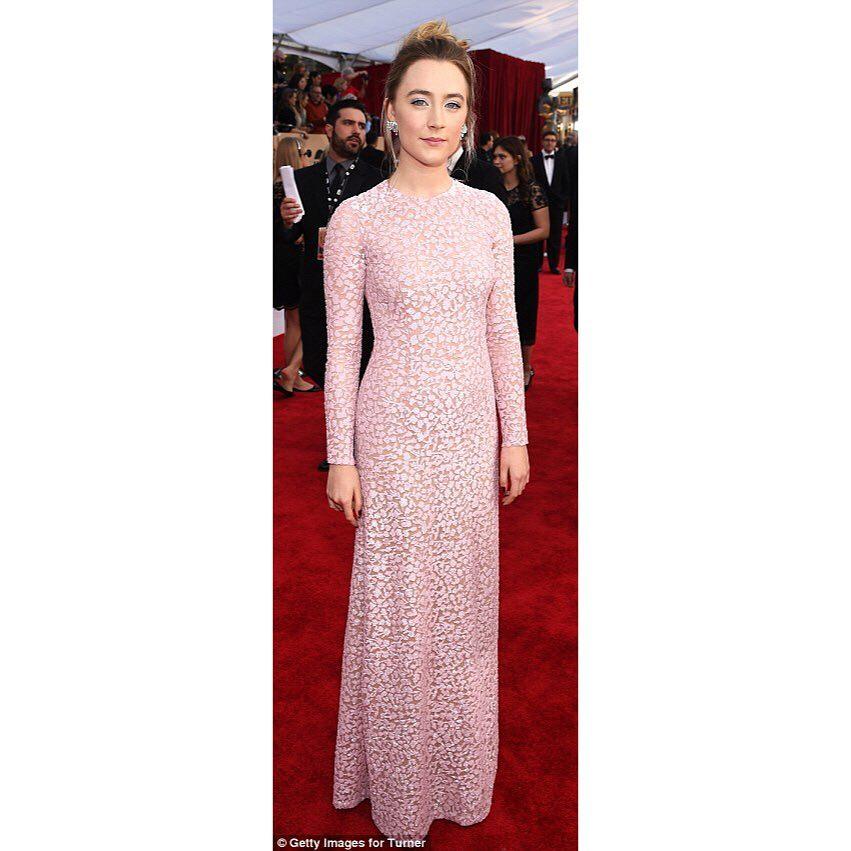 Vestidos y Peinados de Celebrities a la moda Iznajar Luque