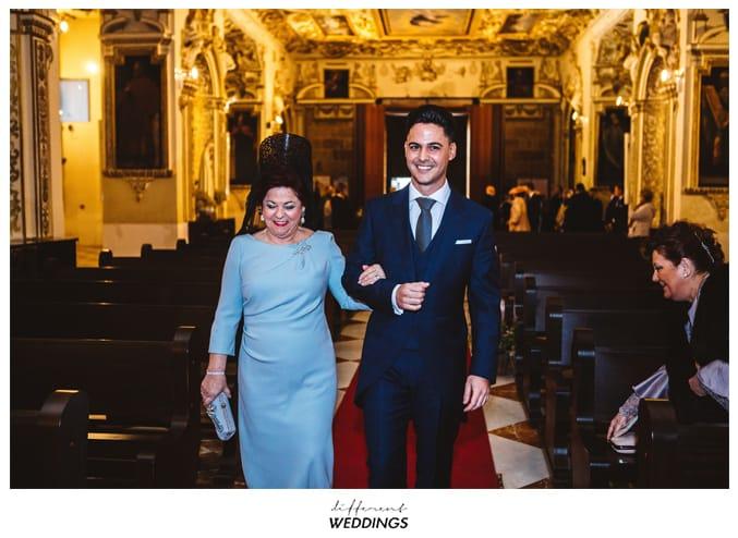 Encarni y Bea, Perfecta elegancia Caminando hacia el altar