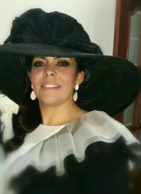 Encarni y Bea, Perfecta elegancia con Sombrero