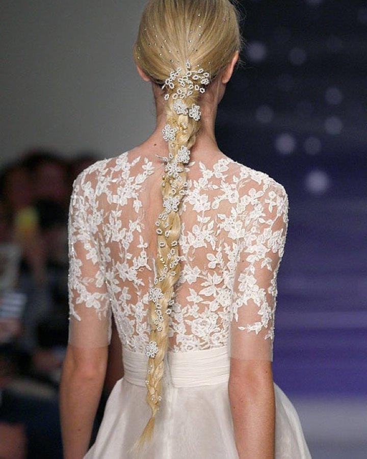 Peinados de Novia con varios Tipos de Cola con motivo del vestido