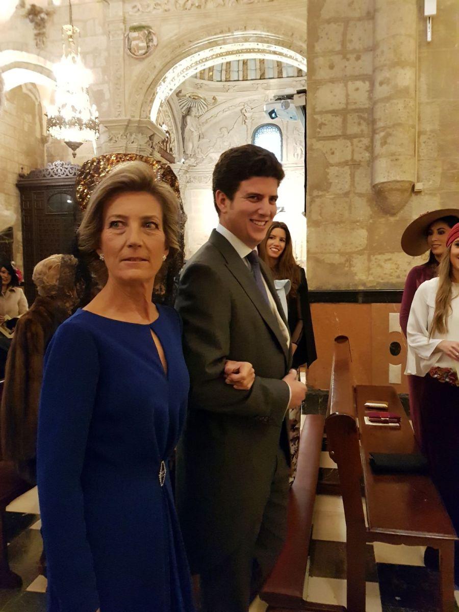 Siempre elegante Helen Camino del Altar
