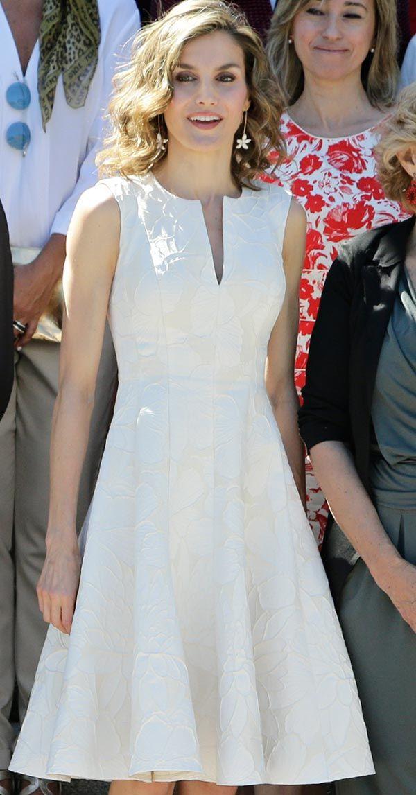 Peinados desenfadados para vestidos de novia Cortos (10)