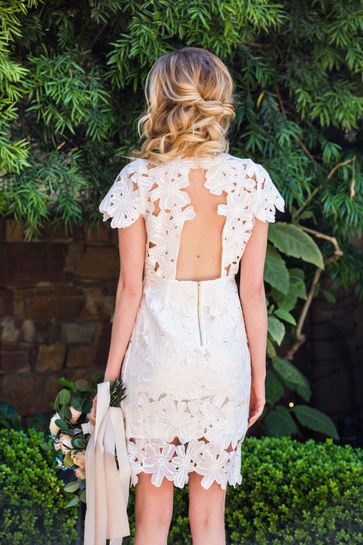 Peinados desenfadados para vestidos de novia Cortos (9)