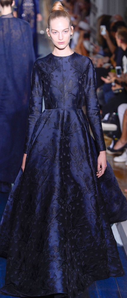Vestidos de Gala que van bien para peinados clasicos Azul noche