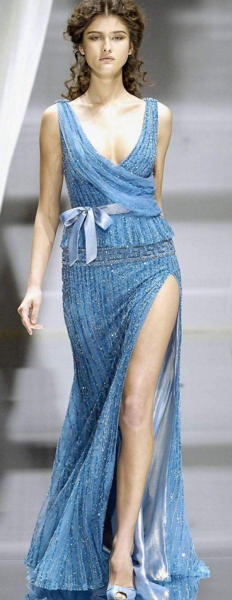 Vestidos de Gala que van bien para peinados clasicos Azul