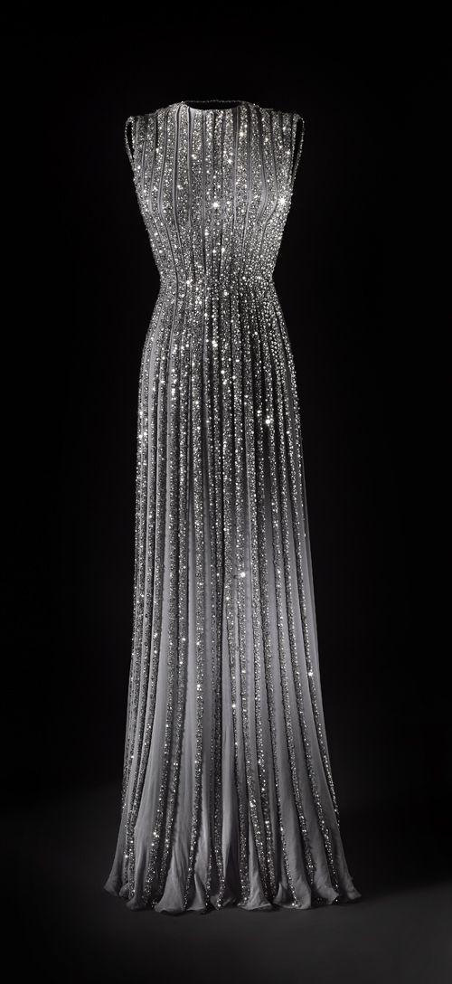 Vestidos de Gala que van bien para peinados clasicos Pedreria Luminosa
