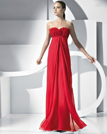 Vestidos de Gala que van bien para peinados clasicos Rojo con cola baja