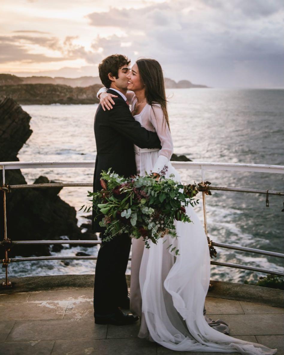 20 peinados de novia naturales para hacerte fotos inolvidables a la orilla del mar