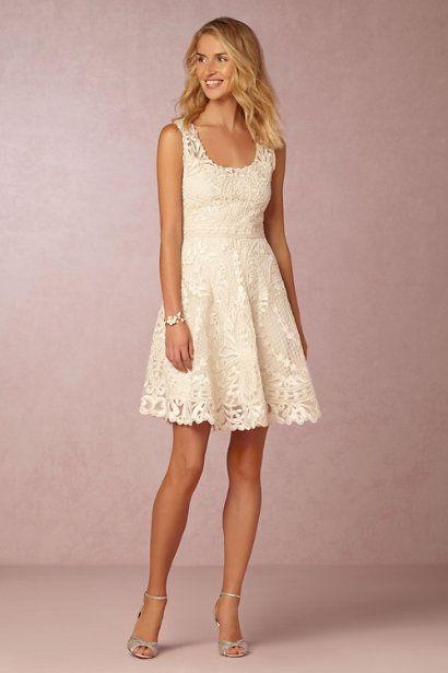 Estilo de pelo largo desenfadado para vestidos de novia cortos
