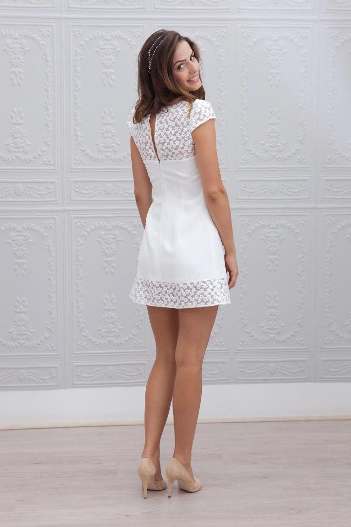 Estilo de pelo largo juvenil para vestidos de novia cortos