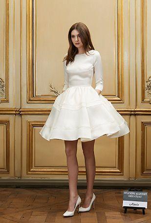 Estilo de pelo largo sencillo para vestidos de novia cortos