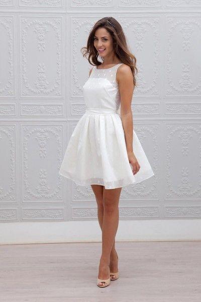 Peinados para Vestidos Blancos Midi, Encaje y Fiesta Veraniega