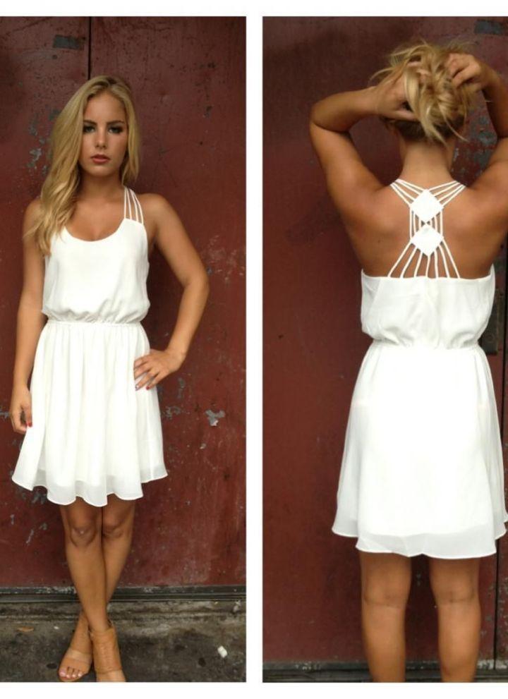 20 Looks Veraniegos con Vestidos blancos Ligeros (15)