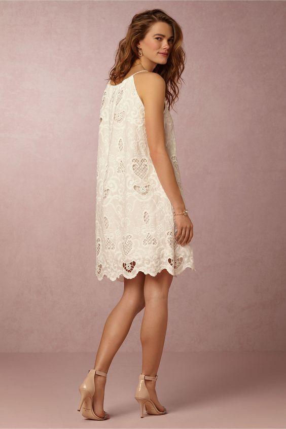 20 Looks Veraniegos con Vestidos blancos Ligeros (18)