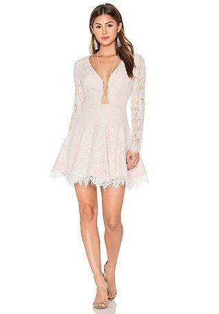 20 Looks Veraniegos con Vestidos blancos Ligeros (5)